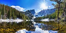 Free Mountain Lake In Winter Stock Photography - 86248622