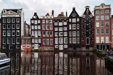 Free Historic Buildings Reflecting On Canal Royalty Free Stock Images - 86249109
