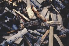 Free Chopped Firewood Royalty Free Stock Photography - 86250147