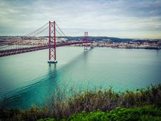 Free View Of Suspension Bridge Over River Royalty Free Stock Images - 86250789