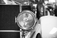 Free Classic Car Headlight Grayscale Photo Stock Photo - 86255180