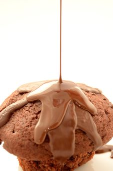 Free Chocolate Muffin With Chocolate Syrup Royalty Free Stock Photography - 86255227