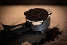 Free Coffee Grounds In Basket Stock Images - 86255494