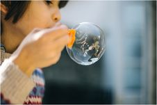 Free Girl Blowing A Large Bubble Royalty Free Stock Images - 86256879