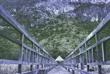 Free Brown Wooden Bridge In Front Of Green Forest During Daylight Royalty Free Stock Image - 86281086