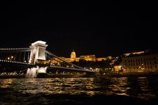 Free Castle And Bridge Over Danube River At Night Royalty Free Stock Photos - 86282058