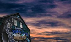 Free Artwork On Building At Sunset Royalty Free Stock Photos - 86282218