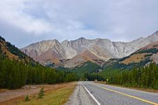 Free Road In Mountain Valley Royalty Free Stock Photo - 86282805