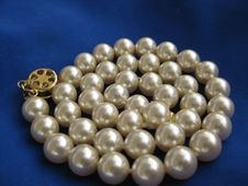 Free Pearl Bead Royalty Free Stock Images - 8631789