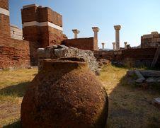 Free Amphora And Columns Royalty Free Stock Image - 8632816