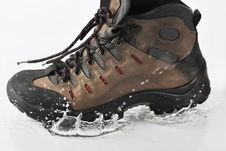 Free The Shoe Falls In Water Stock Images - 8633854