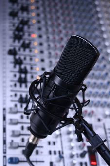 Free Studio Condenser Microphone (cool) Stock Photography - 8637202