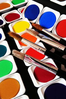 Free Brushes And Colors Royalty Free Stock Images - 8639379