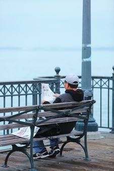 Free Newspaper Bench Royalty Free Stock Photography - 86300037