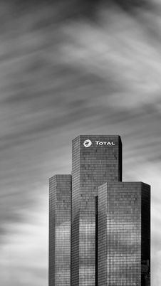 Free The Total Tower, La Défense, Paris Stock Photo - 86310170