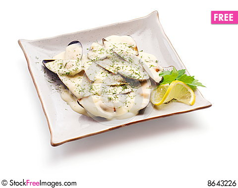 Free Mussel In White Sauce With Lemon Slice And Parsley Royalty Free Stock Image - 8643226