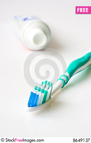 Free Toothpaste And Toothbrush Royalty Free Stock Photography - 8649137