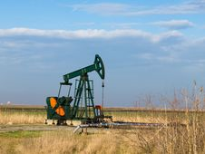 Free Oil ,Pump- Jack Stock Photos - 8641793