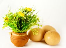 Free Easter - Eggs And Ceramic Vase With Flowers Royalty Free Stock Image - 8643986