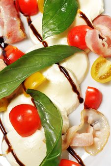 Free Salad - Tomato With Mozzarella Royalty Free Stock Photos - 8649658