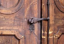 Free Brass Door Knob On Wooden Door Stock Images - 86471324