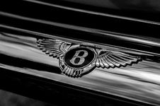 Free Bentley Badge On Classic Car Royalty Free Stock Photo - 86472025