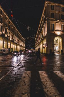 Free Traffic On Streets At Nights Royalty Free Stock Images - 86474219