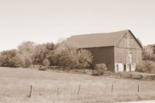 Free Country Barn Stock Image - 8651201