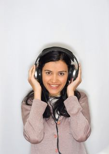 Free Woman Listening Music Royalty Free Stock Photography - 8653227