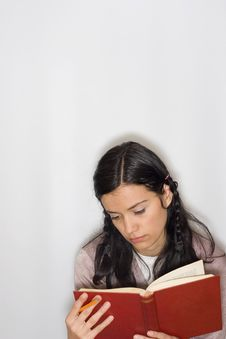 Free Young Woman Reading Book Stock Photography - 8653652