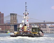 Free Tug And Brooklyn Bridge Royalty Free Stock Photos - 8654088