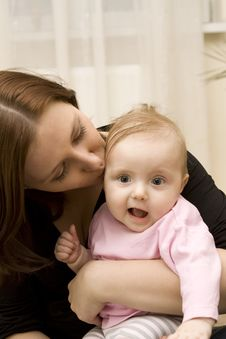 Free Mother And Baby Playing In Home Stock Image - 8654741