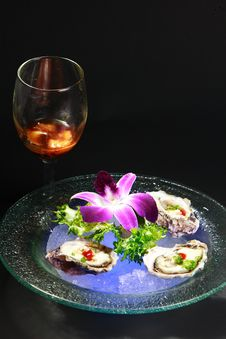 Free Oyster & Cocktail Royalty Free Stock Photos - 8656418