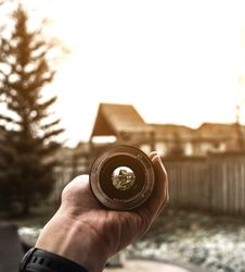 Free Hand Holding Camera Lens Stock Photography - 86575982