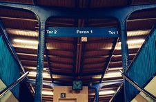 Free Train Terminal Interior Royalty Free Stock Images - 86577419