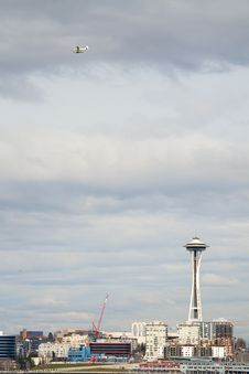 Free Space Needle And Float Plane Royalty Free Stock Photo - 8662875