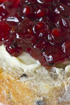 Free Cranberry Jam On Buttered Bread Stock Photos - 86687603