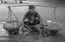 Free Peanut Salesman, Bangkok Stock Photography - 86688712