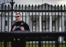 Free Secret Service Agent Guards The White House Royalty Free Stock Image - 86688846