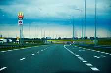 Free Empty Roadway With Travel Plaza Royalty Free Stock Photography - 86697397