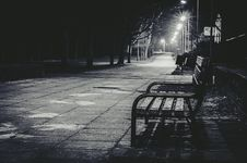 Free Empty Park Bench At Night Stock Photography - 86697422