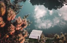 Free Clouds Reflecting On Countryside Lake Royalty Free Stock Photography - 86697527
