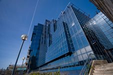 Free Shiny Glass Office Building Against Blue Sky Royalty Free Stock Photography - 8671237