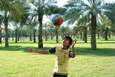 Free Boy Playing Ball Royalty Free Stock Image - 8671406