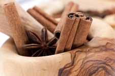Free Cinnamon Sticks,Cardamom,vanilla Bean And Star Ani Royalty Free Stock Photography - 8675717