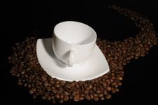 Free Coffee Cup With Highlited Coffee Beans Royalty Free Stock Photos - 8679638