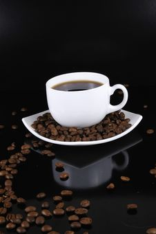 Free Coffee Cup With Highlited Coffee Beans Stock Image - 8679661