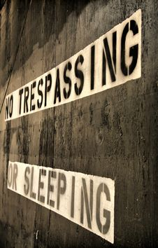 Free No Trespassing Or Sleeping Sign Royalty Free Stock Images - 8681119