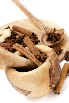 Free Cinnamon Sticks,Cardamom,vanilla Bean And Star Ani Royalty Free Stock Images - 8683819