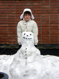 Free Girl And Snowman Stock Photography - 8687312